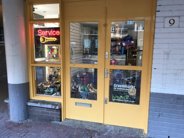 Nieuwmarkt shoes and key service